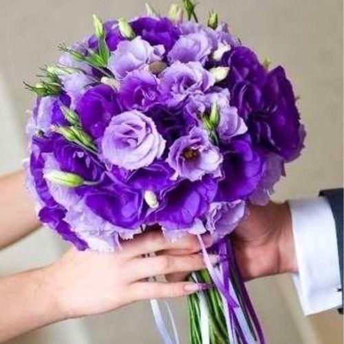 Фиолетовый букет невесты из лизиантуса, цветы доставкой